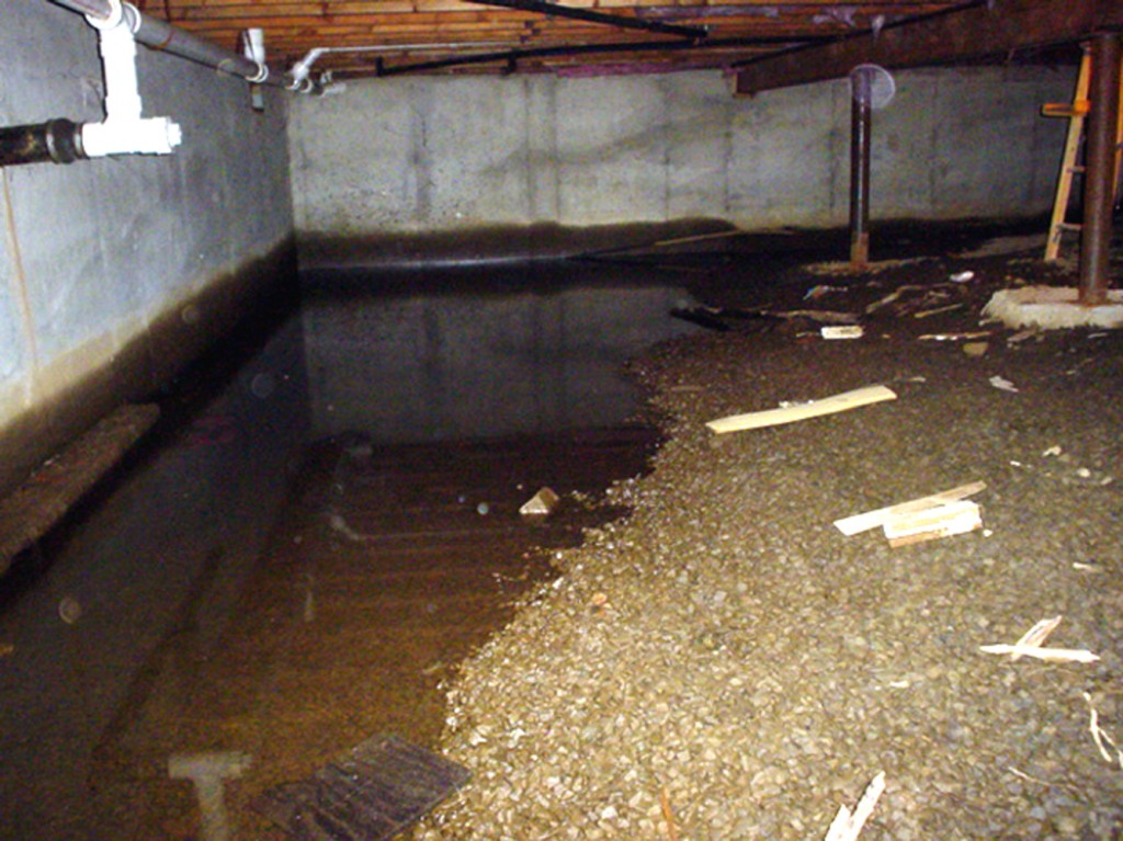 Crawl space leaking in wyoming mi everdry grand rapids for Crawl space foundation