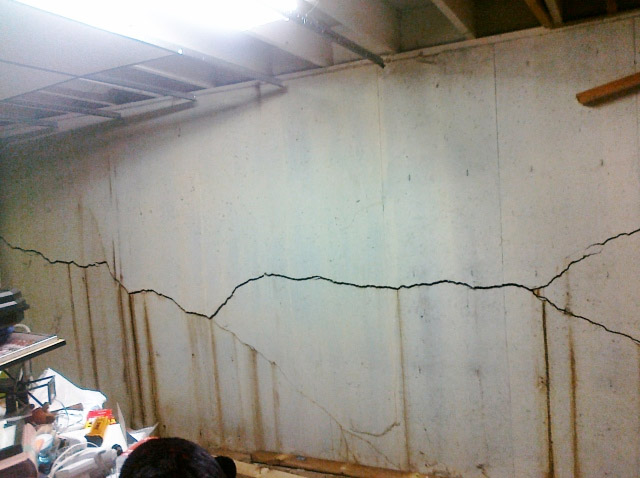 Foundation Cracks In Saginaw Mi Everdry Greater Grand Rapids